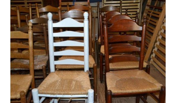 Partij houten Bistro stoelen