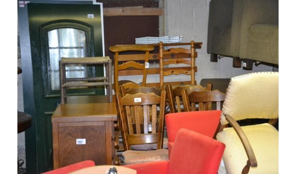 Partij meubels o.a. fauteuils, kasten & eetkamerstoelen