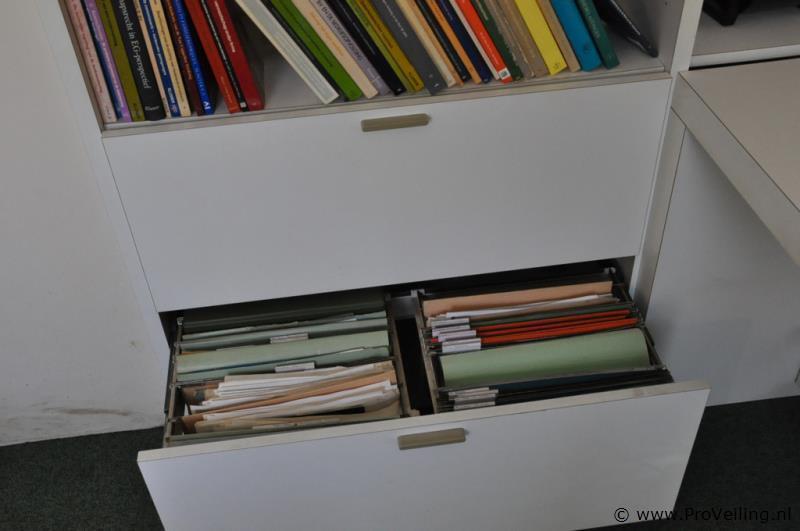 Kastenwand met bureau en ladeblok for Ladeblok bureel