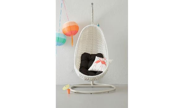Witte Standaard Voor Hangstoel.Design Schommel Hangstoel Met Standaard Kleur Wit Met Zwart Kussen Proveiling Nl