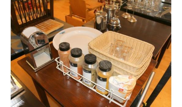 Diversen o.a. kruidenrek met kruiden en broodmanden