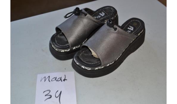 grijze slippers maat 34