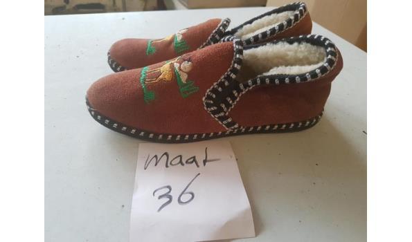 bruine pantoffels maat 36