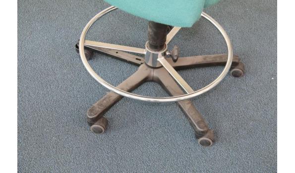 Bureaustoel Met Voetsteun.Comforto Bureaustoel Gestoffeerd En Voetensteun Proveiling Nl