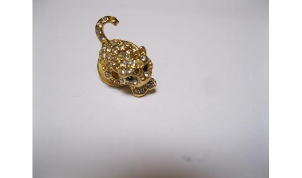 poes broche