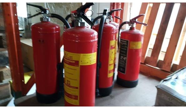 partij van 6 volle schuim brandblussers