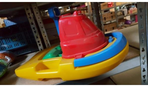 Zandspeelgoed boot met emmer schep en hark 1 stuks