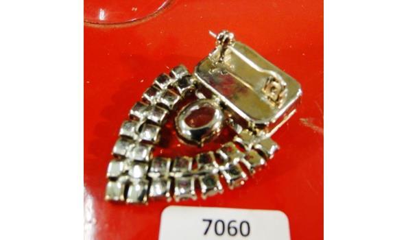 Vintage broche met kristallen