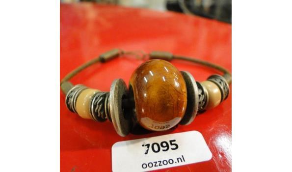 Armband porseleinen en witmetalen kralen