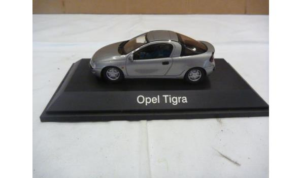 Opel tigra zilver