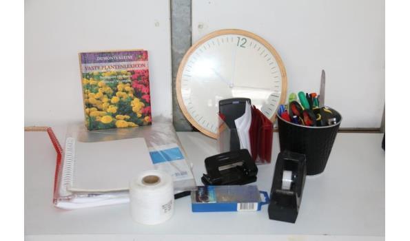 Diversen o.a. kantoorgerief en boek vaste plantenlexicon