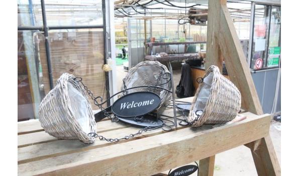 Hanging basket met muurbevestiging