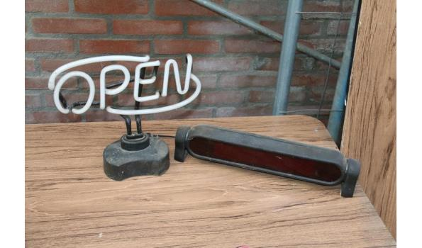 Neon verlichting open en digitale tekst unit
