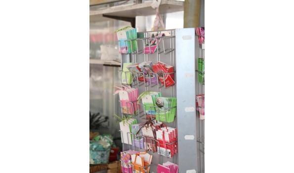 Kaartmolen met kaartjes voor aan geschenken