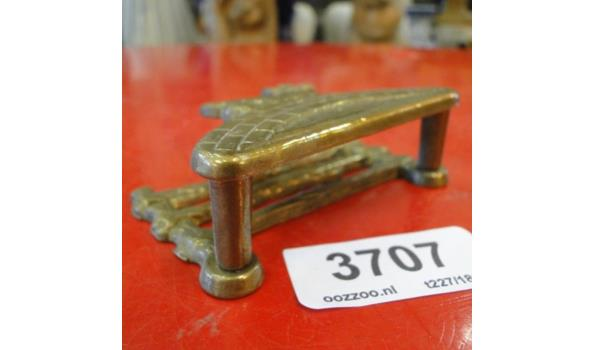 Bronzen brievenstandaard