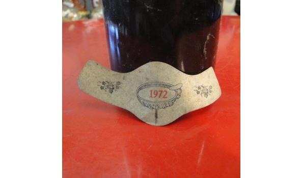 Fles rode wijn 1972
