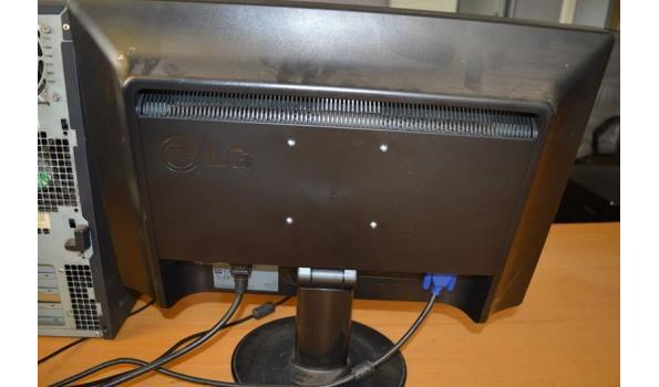 Dell pc, LG beeldscherm, toetsenbord en muis