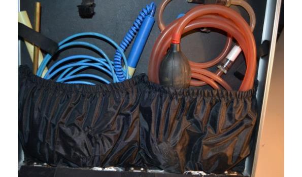 koffer met ondermeer afpersset