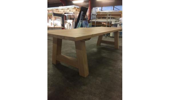 Eiken tafel met trapeze poten, 300 x 100 cm