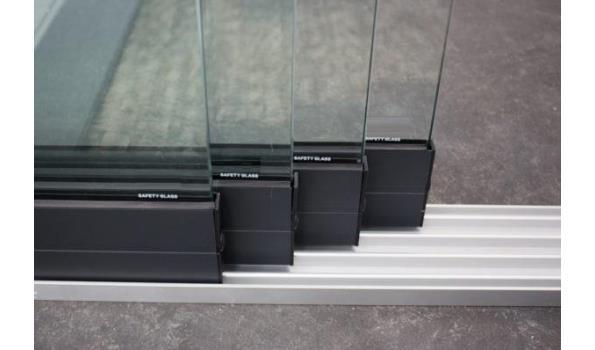 Glazen schuifdeursysteem 4 deurs, veiligheidsglas 10 mm, 3920mm breed, 2350mm hoog, antraciet structuur, RAL7016S
