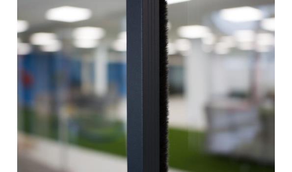 Tochtstrips voor 3 deurs systeem, crémewit, RAL9001