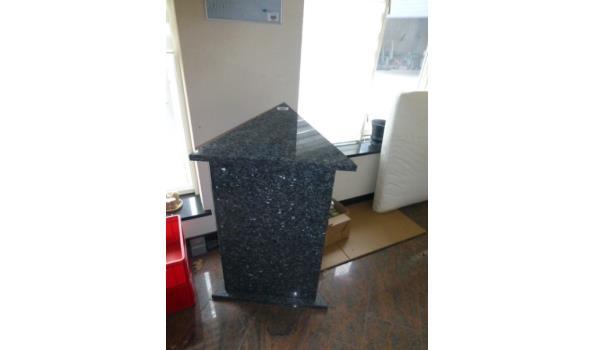 Granieten zuil