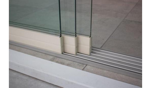 Glazen schuifdeursysteem 3 deurs, veiligheidsglas 10 mm, 2940mm breed, 2000mm hoog, crémewit RAL9001