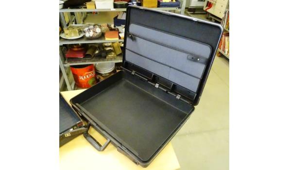 2 attache koffers