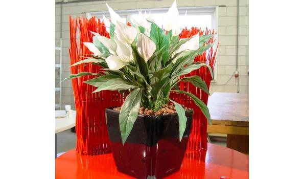Kunstplant in pot met verlijmde korrels