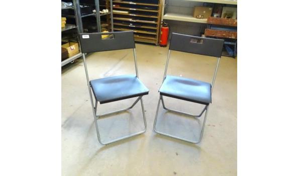 Paar kunstof met aluminium klapstoelen