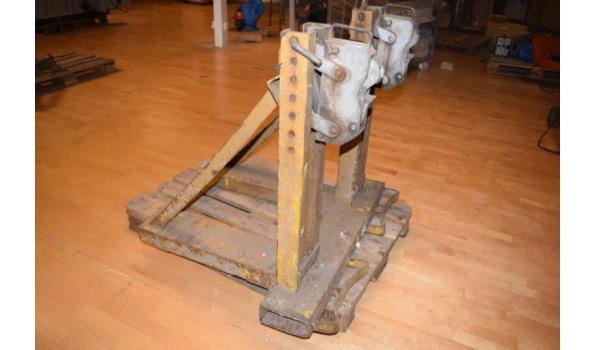 Werktuigdrager t.b.v. heftruck of shovel