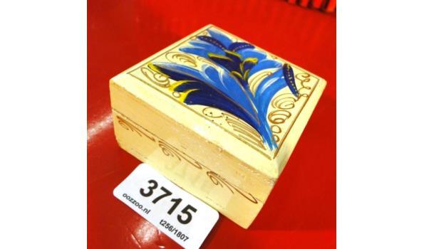 Handbeschilderde houten kist